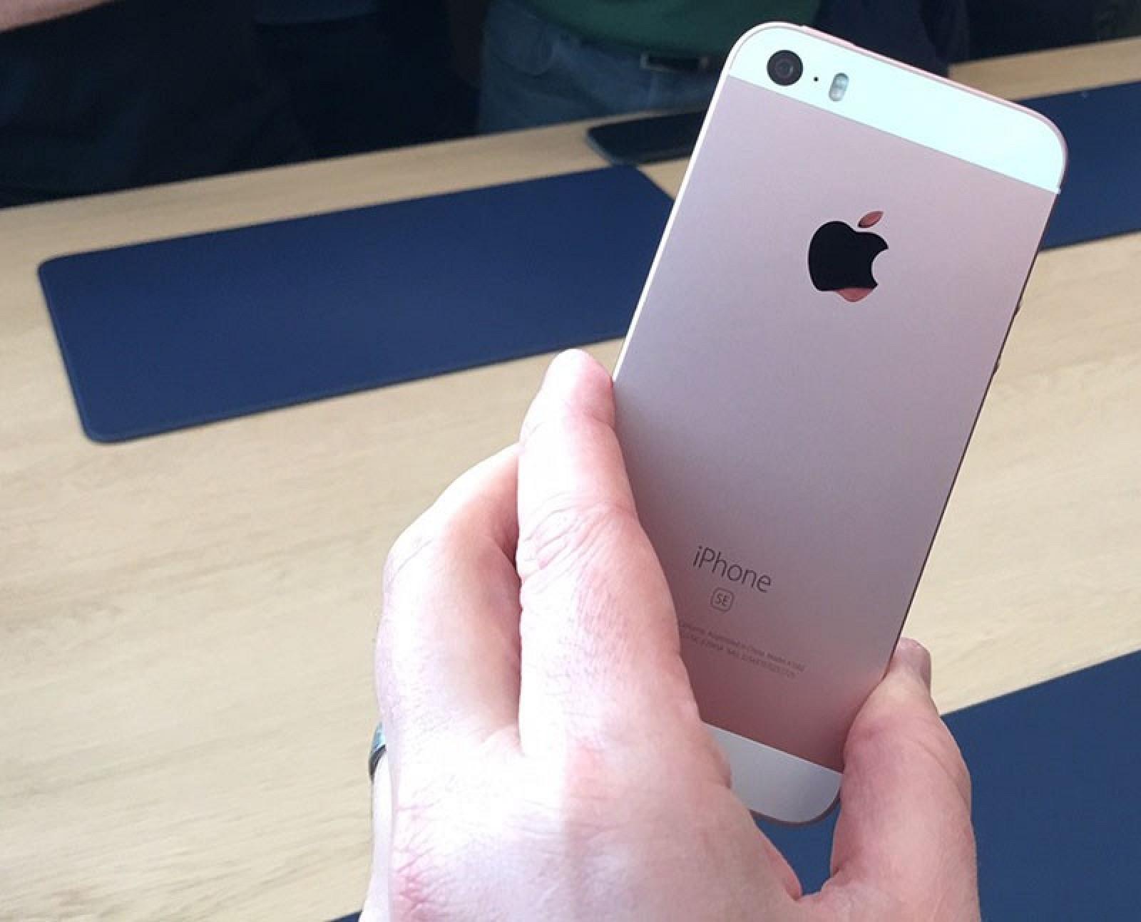 iPhone-SE-hands-on-1-800x647.jpg