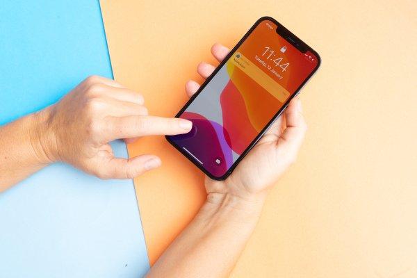 riparare schermo iphone 12