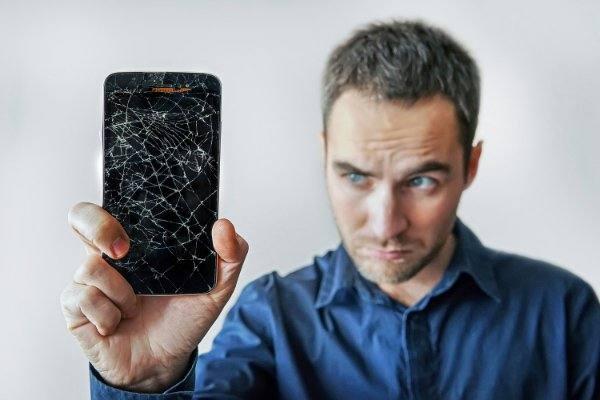 schermo iphone 12 rotto