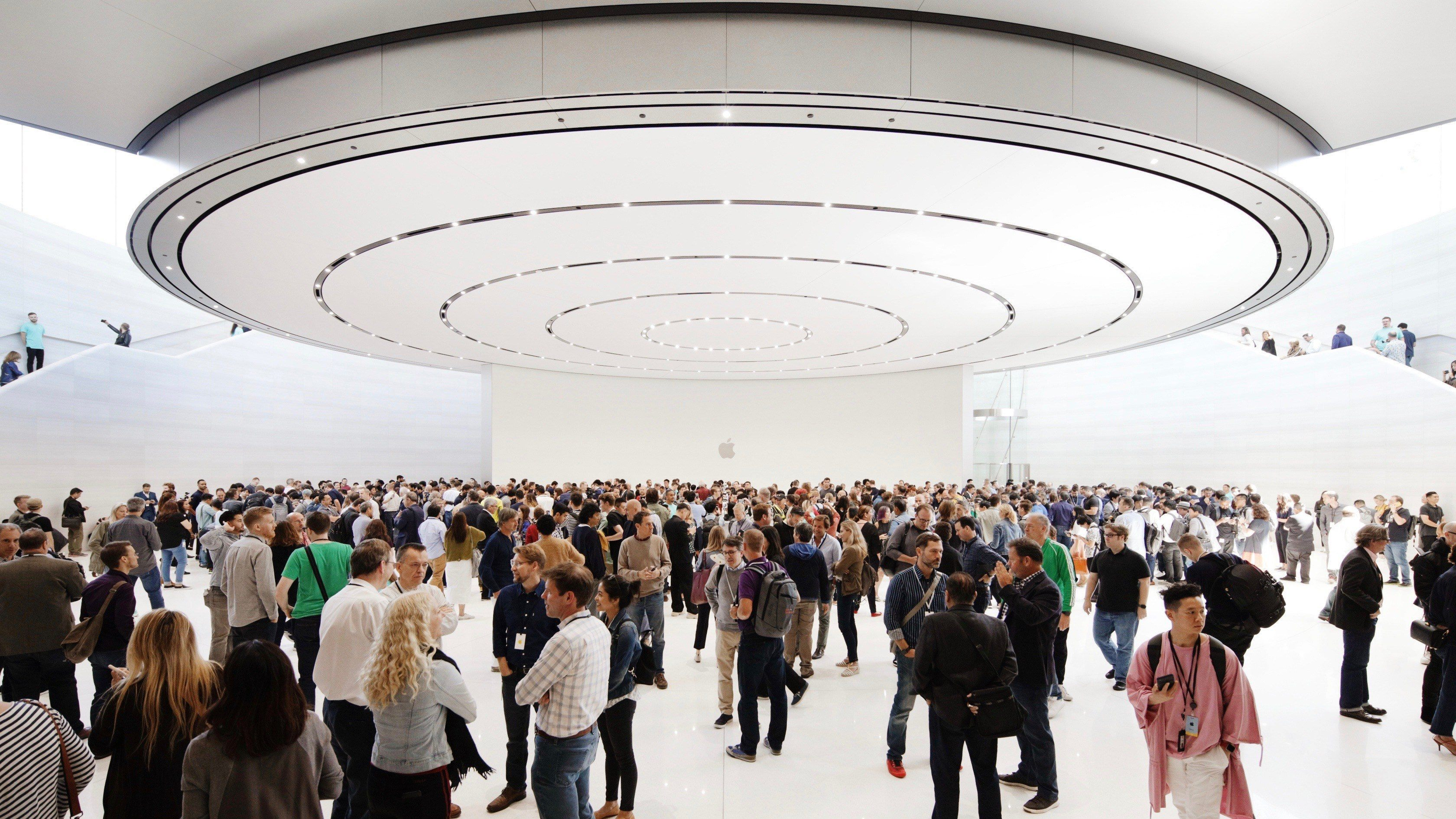 Apple_Keynote-Event_Guests-Steve-Jobs-Theater_091019